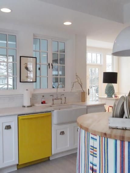 DP_Sherry-color-pops-in-kitchen_s3x4_lg